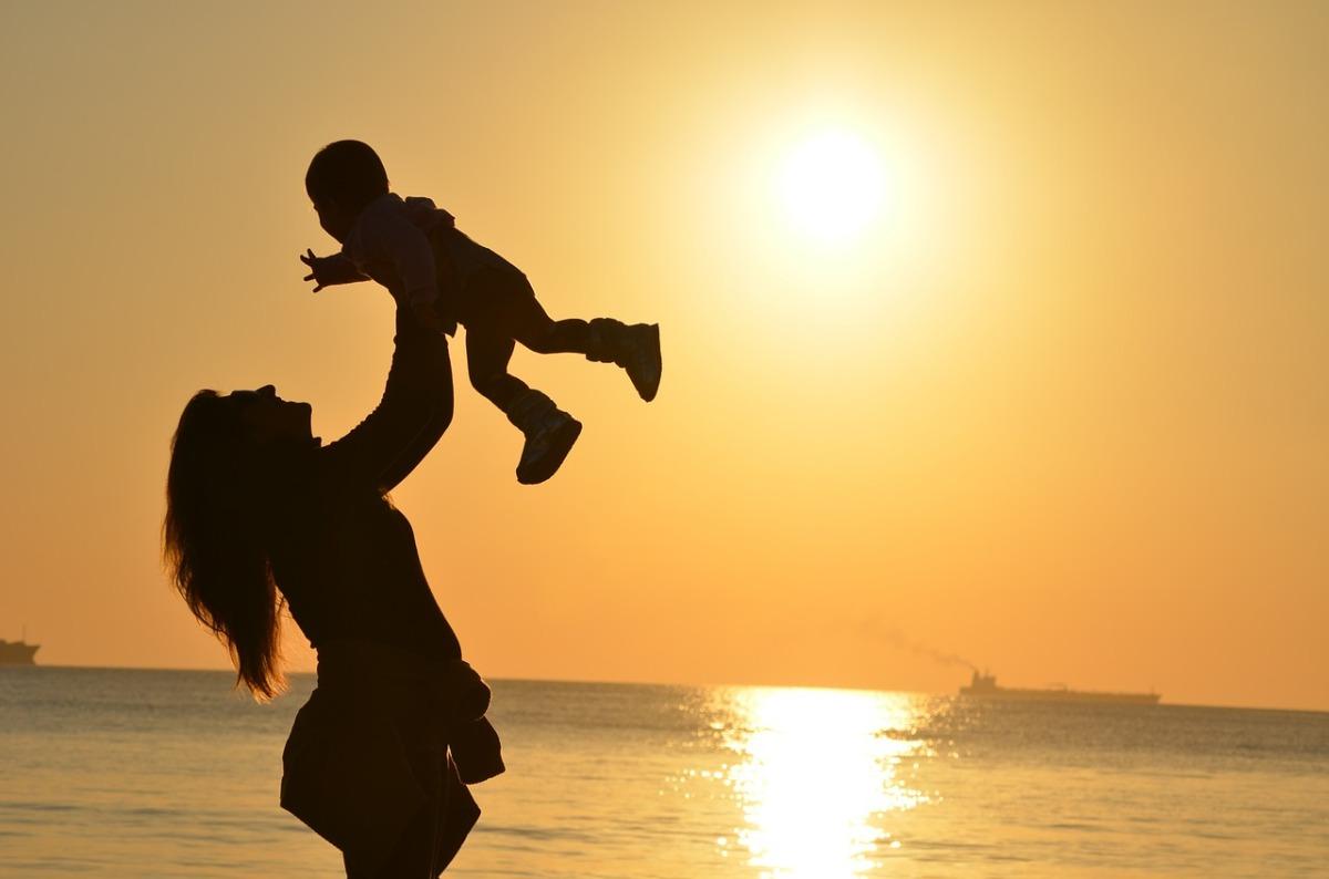 「孩子有問題,都是爸媽的錯?」每位父母都該了解的依附關係